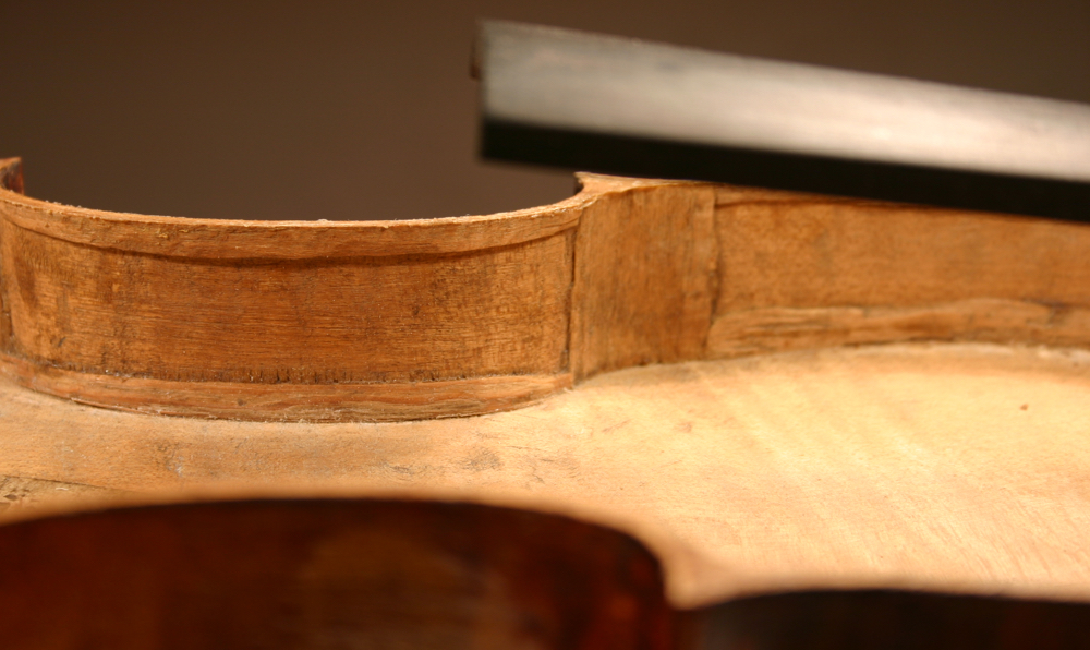 Linings inside a Calcagno violin