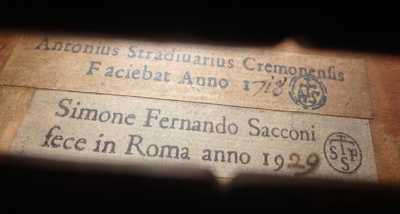 Label of the 1929 viola, showing Sacconi's practice of placing his own label next to a facsimile of the original