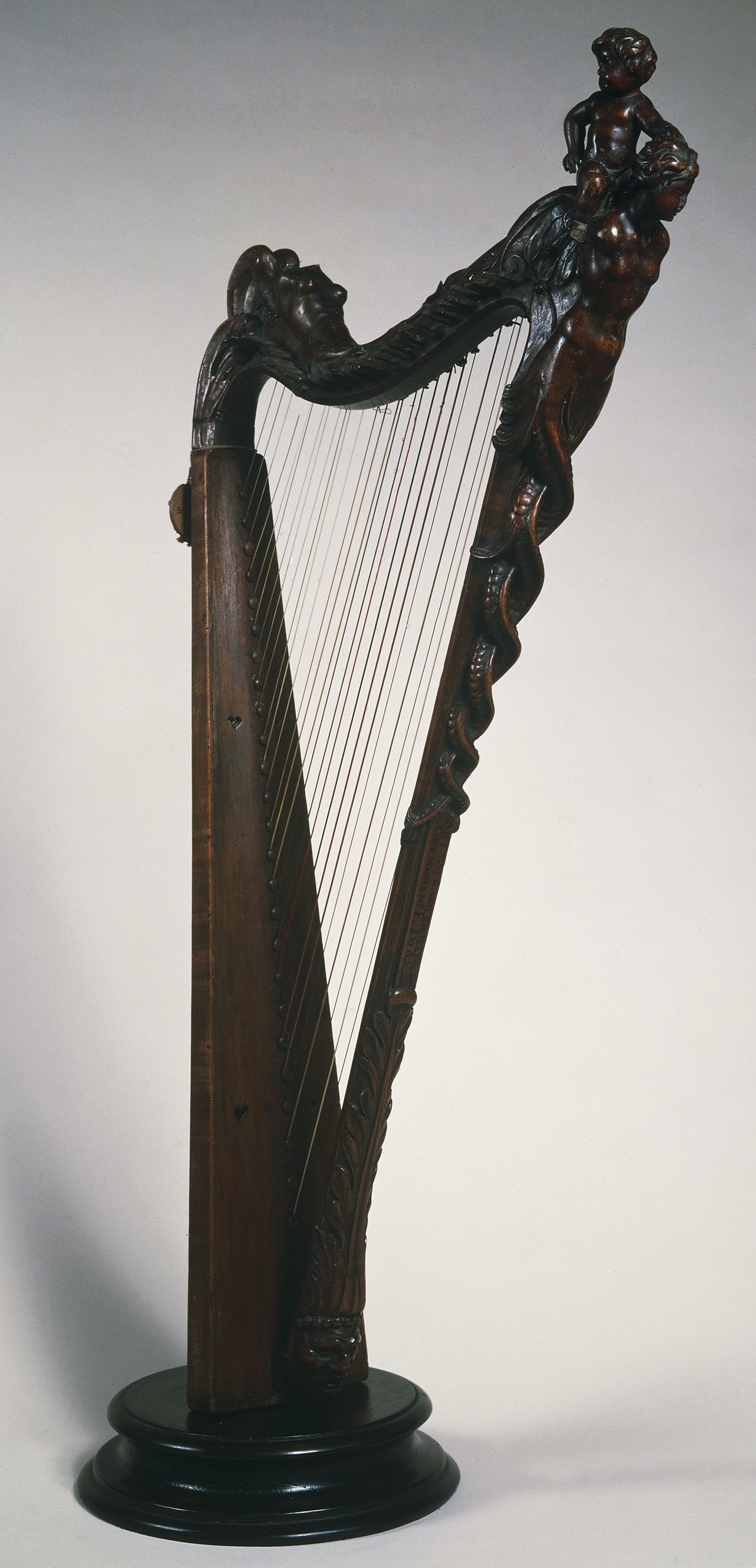 Small harp by Stradivari in 1681. Photo: Getty Images